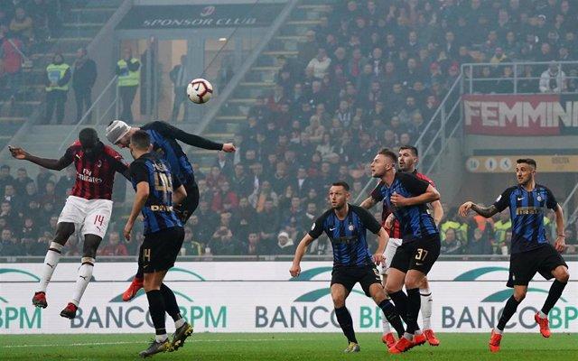 17 March 2019, Italy, Milan: AC Milan's Tiemoue Bakayoko (L) scores his side's first goal during the Italian Seria A soccer match between AC Milan and Inter Milan at San Siro Stadium. Photo: -/Lapresse via ZUMA Press/dpa