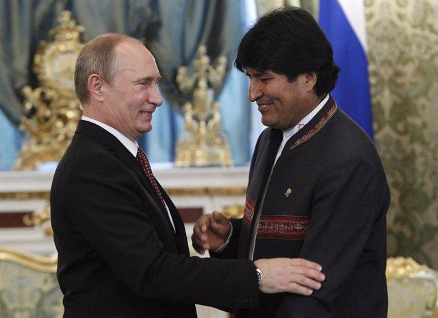 El presidente de Rusia, Vladimir Putin, y su homólogo de Bolivia, Evo Morales