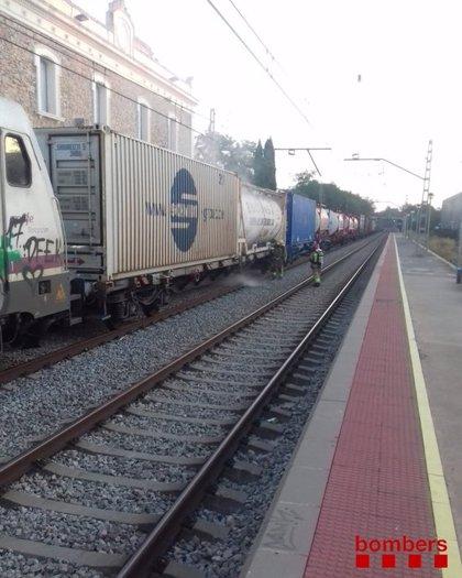 ACTUALIZACIÓ:Evacuen una benzinera i confinen dues empreses per la fuita d'àcid nítric d'un tren a Riudellots de la Selva