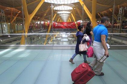 Los usuarios de avión dentro de España despegan un 5,3% en mayo y los del AVE suben un 4,3%