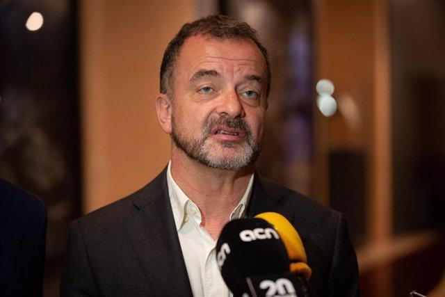 El Conceller De Exterior Alfred Bosch Atiende A Los Medios De Comucación