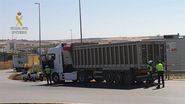 Camión registrado por la Guardia Civil en la A-4.
