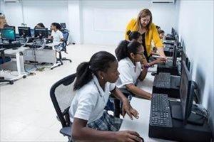 CAF logra primera emisión de bonos para proyectos de educación en América Latina