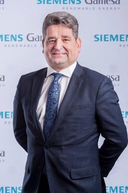 López (Siemens) pide a las empresas proactividad en su digitalización y afirma que un Gobierno estable ayuda