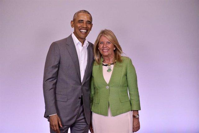El expresidente de EEUU, Barack Obama, con la alcaldesa de Marbella (Málaga), Ángeles Muñoz.
