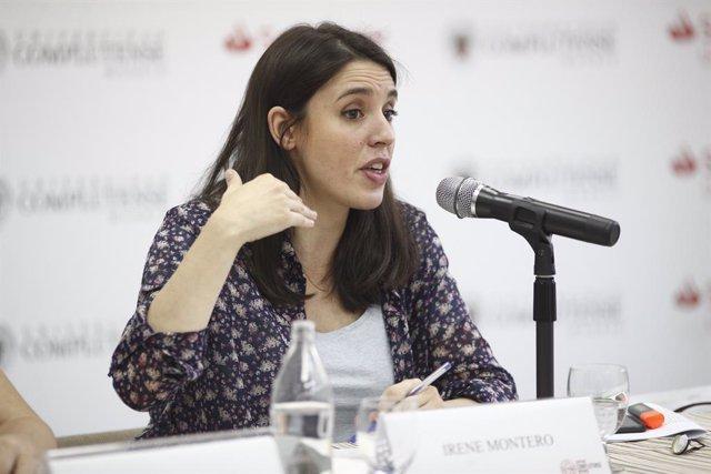 La portaveu d'Unides Podem al Congrés dels Diputats, Irene Montero, en un moment de la seva dissertació sobre 'Republicanisme i feminisme' en els Cursos d'Estiu de l'Escorial.