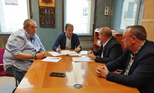 El consejero de Acción Social y Familia de Zaragoza, Ángel Lorén, se reúne con la asociación Plena Inclusión Aragón.