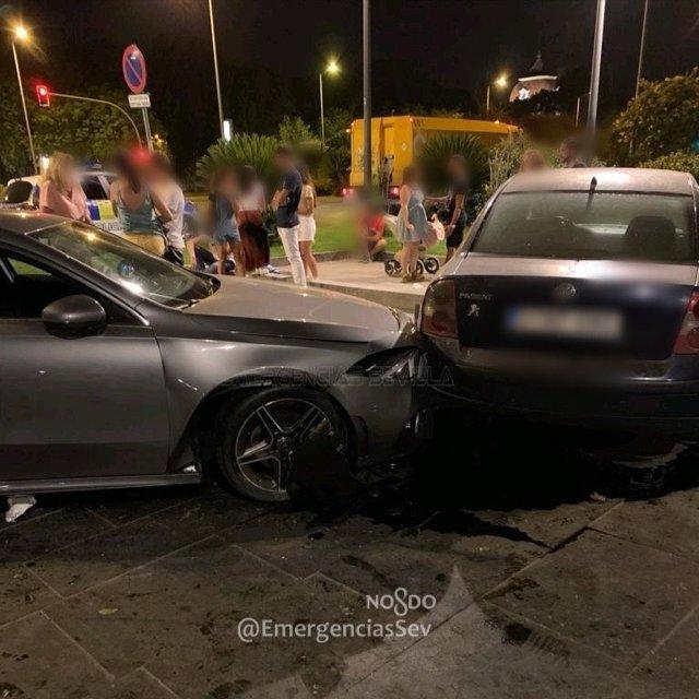 Instantánea del accidente entre dos coches.