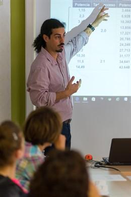 La Fundación Naturgy y el Ayuntamiento de Sant Feliu de Guíxols (Girona) ayudan a 170 familias del municipio con talleres.