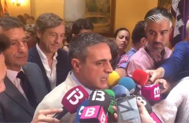 El presidente del PP de Ibiza y designado senador autonómico, José Vicente Marí Bosó, tras la sesión de apertura del Parlament