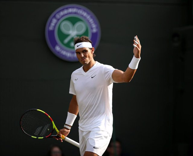 10 July 2019, England, London: Spanish tennis player Rafael Nadal reacts during his men's singles quarter-final match against US Sam Querrey on day nine of the 2019 Wimbledon Gran eslam tennis tournament at the All England Lawn Tennis and Croquet Club. Ph