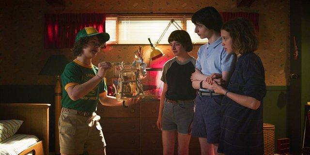 Imagen de la tercera temporada de Stranger Things con Dustin (Garen Matarazzo), Mike (Finn Wolfhard), Eleven (Millie Bobby Brown) y Will (Noah Schnapp)