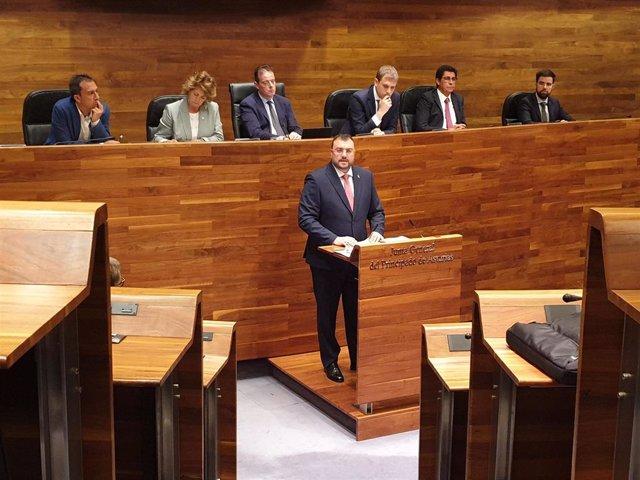 El candidato a la Presidencia del Principado, Adrián Barbón, interviene en el Pleno de Elección del Presidente.