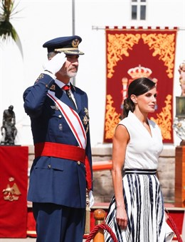 Sus Majestades los Reyes, durante la entrega de despachos 2019 en la AGA de San Javier