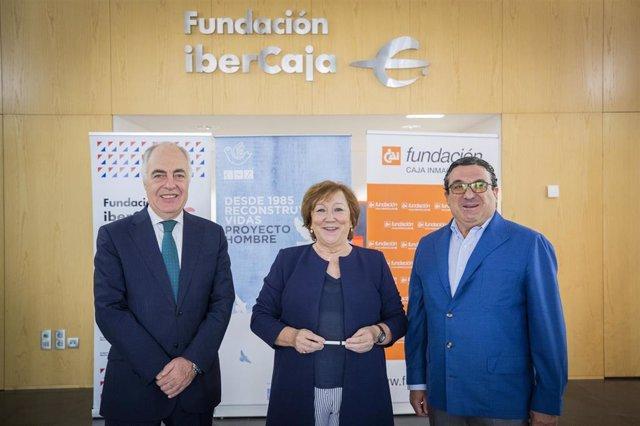El director general de la Fundación Ibercaja, José Luis Rodrigo; la presidenta del Comité Ejecutivo de la Fundación Centro de Solidaridad de Zaragoza, Pilar Aznar, y el presidente de la Fundación Caja Inmaculada, Juan Álvarez.