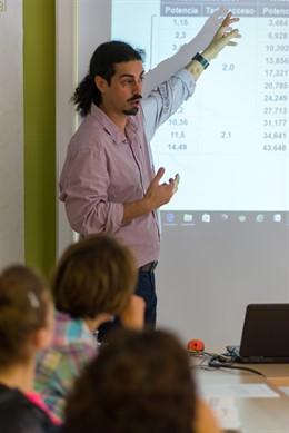La Fundació Naturgy i l'Ajuntament de Sant Feliu de Guíxols (Girona) ajuden 170 famílies del municipi amb tallers.
