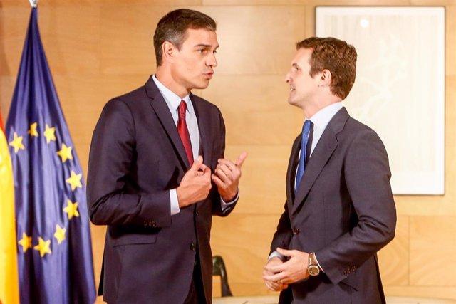 El presidente del Gobierno en funciones Pedro Sánchez y el presidente del PP Pablo Casado se reúnen de cara a la investidura en el Congreso.