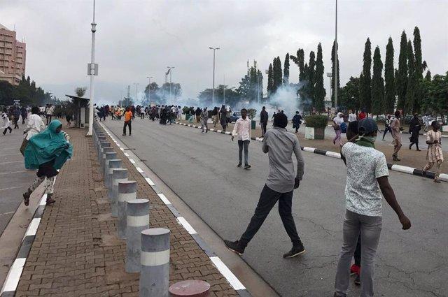 La Policía emplea gases lacrimógenos contra manifestantes chiíes en Abuya