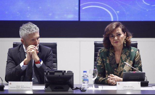 El ministro del Interior en funciones, Fernando Grande- Marlaska y la vicepresidenta del Gobierno y ministra de Igualdad en funciones, Carmen Calvo, durante la presentación del Plan de Igualdad de la Guardia Civil.