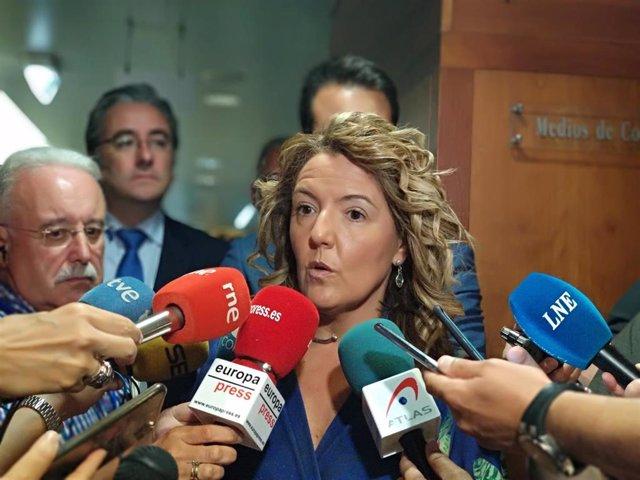 La portavoz del PP en la Junta General, Teresa Mallada, atiende a los medios tras el debate de elección del presidente.