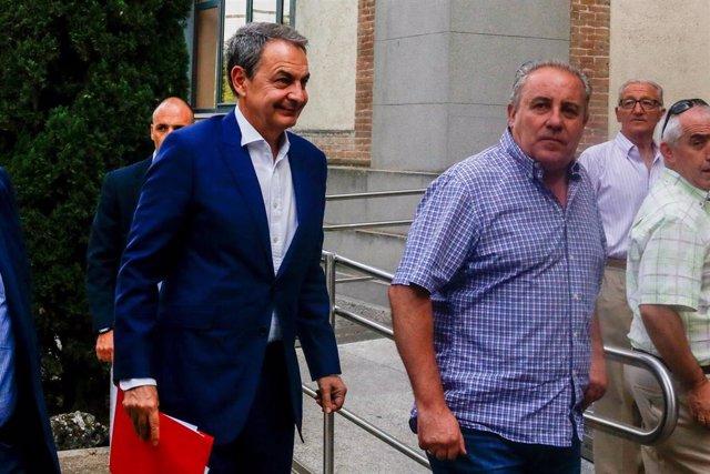 El ex presidente del Gobierno José Luis Rodríguez Zapatero entra en la jornada '1888-2018: UGT en la historia del sindicalismo ferroviario en España' celebrada en el Colegio de Huérfanos de Ferroviarios de Madrid.