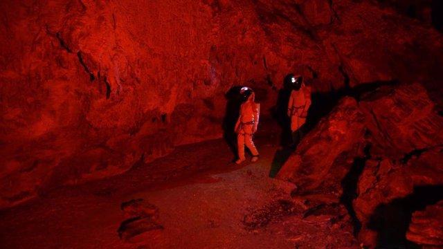 Ensayo vida humana en Marte, gracias al proyecto Astroland en una cueva de Arredondo (Cantabria)