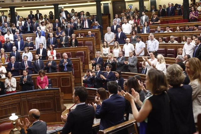 Aplauso en el hemiciclo del Congreso de los Diputados al discurso de la presidenta de la Fundacíon Víctimas del Terrorismo y diputada del PP, María del Mar Blanco. Los únicos que no aplauden han sido la portavoz de Unidas Podemos, Irene Montero (primera f