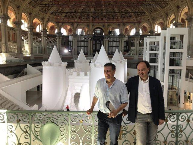 C.Casadesús i P.Serra davant el castell