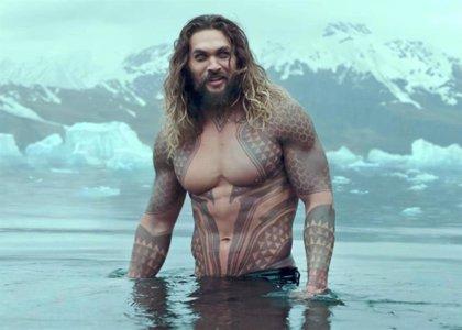 """Critican a Jason Momoa por unas fotos en bañador y sus fans le defienden: """"Es pura envidia"""""""