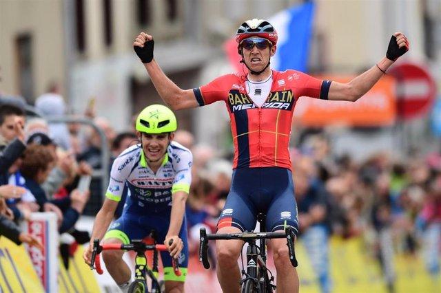 Dylan Teuns (Bahrain-Merida) gana en el Critérium du Dauphiné