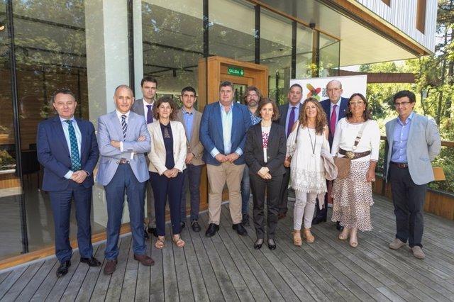 Encuentro del Gobierno Vasco con asociaciones de hosteleros y hoteleros de Euskadi