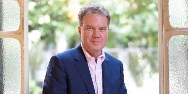 El exportavoz del Papa Greg Burke, nuevo director de comunicación de Iese Business School