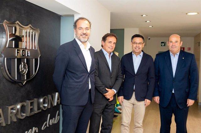 Mateu Hernández, Pau Guardans, Josep Maria Bartomeu i Òscar Grau, després de signar l'acord de col·laboració