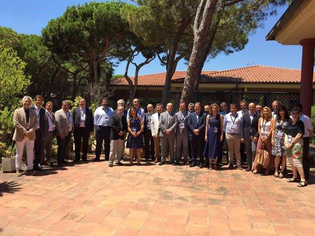 La consellera de Empresa y Conocimiento, Àngels Chacón, se ha reunido este jueves con los presidentes de los 30 clústers, en el marco de la Comisión Consultiva del programa de Catalunya Clústers de Acció.
