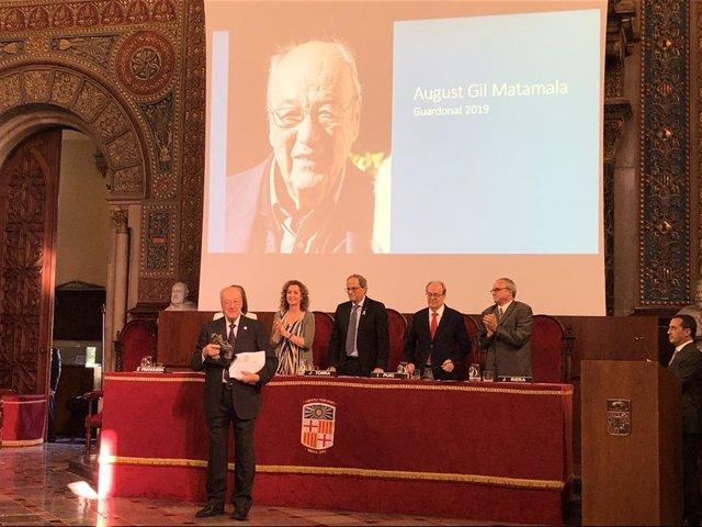 El abogado August Gil Matamala recibe el XIII Premi Agustí Juandó i Royo, con el presidente Quim Torra y la consellera Ester Capella