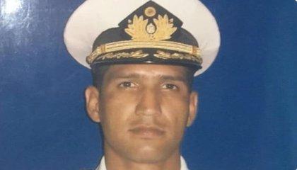 Fuerzas venezolanas allanan la casa de los suegros del capitán Acosta, según el abogado de la familia