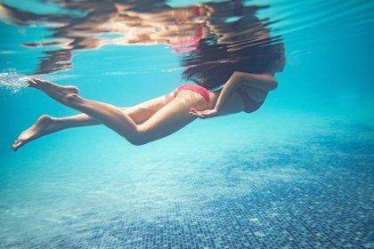 Aprovecha el verano para nadar: beneficios de hacerlo