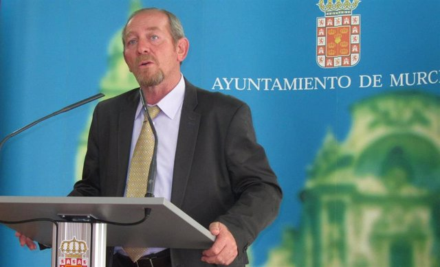 El concejal Cristóbal Herrero presentando su presupuesto para 2015.