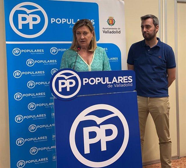 La portavoz del Grupo Popular en el Ayuntamiento de Valladolid, Pilar del Olmo, y uno de los adjuntos, Borja García Carvajal