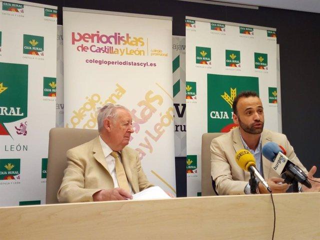 Firma del convenio entre el Colegio de Periodistas de CyL y la Unión Regional de Cajas Rurales.