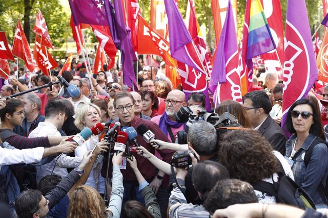 El secretario de CCOO en Madrid, Jaime Cedrún, interviene ante los medios de comunicación antes de la manifestación por el 1 de mayo.