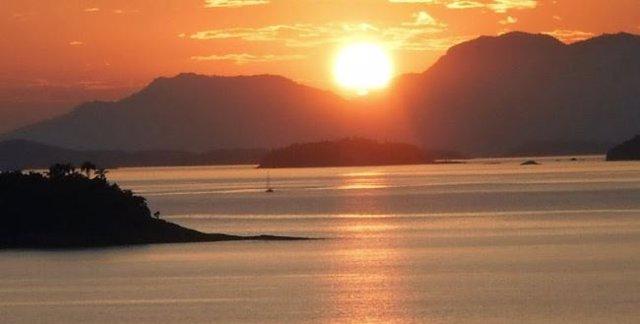 Sol naciete en la Isla Grande
