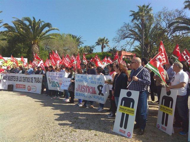 Concentración de Asociación de Afectados por el Accidente del Hotel 100% Fun en Tarifa