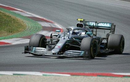 Mercedes recupera la normalidad y domina los libres de Silverstone