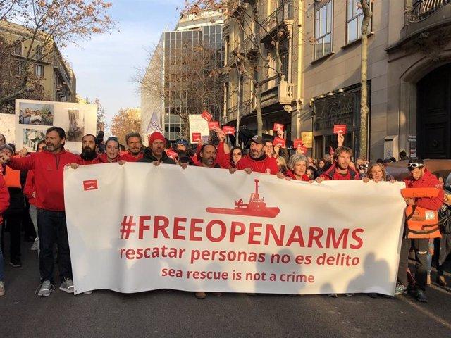 ARXIVO / Manifestació perqu deixin salpar de nou a l'Open Arms