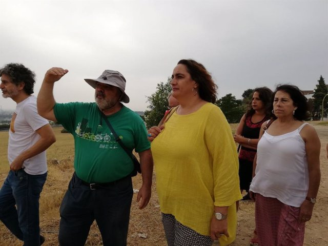 La presidenta del grupo parlamentario de Adelante Andalucía, Ángela Aguilera, en Camas