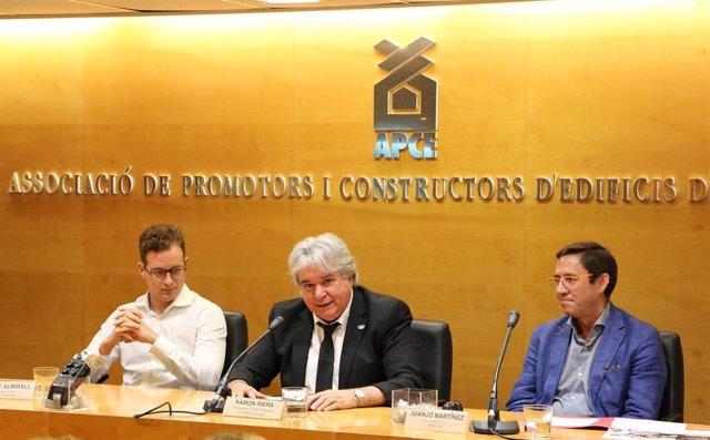 Esteve Almirall, a la izquierda, Ramon Riera, en el centro, y Juanjo Martínez, a la derecha.