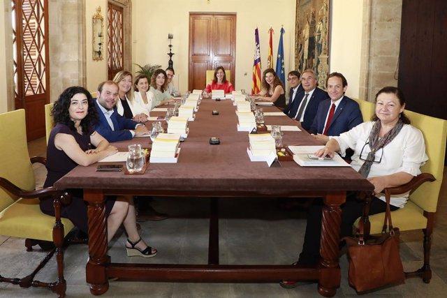 Presidenta del Govern, Francina Armengol, reunidaamb els seus consellers en el primer consell de govern de la legislatura