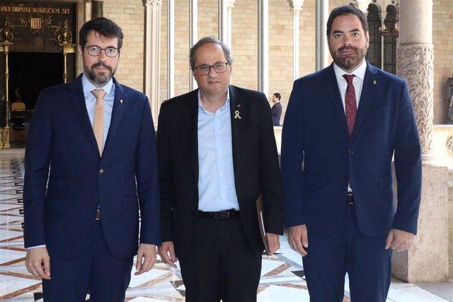 Albert Batalla, Quim Torra y David Saldoni antes de reunirse en el Palau de la Generalitat