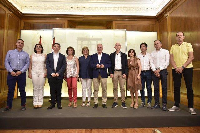 Ceniceros firma los convenios de cooperación local con los alcaldes de los municipios de más de 2.000 habitantes